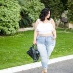 Combina crop tops con jeans tiro alto
