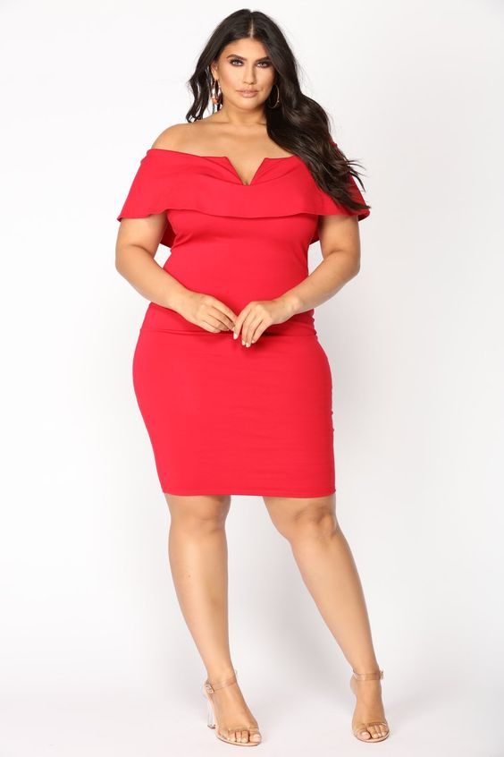 Diseños de vestidos formales color rojo para mujeres con curvas