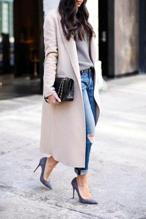 En tiempo de frío usa abrigos largos monocolor