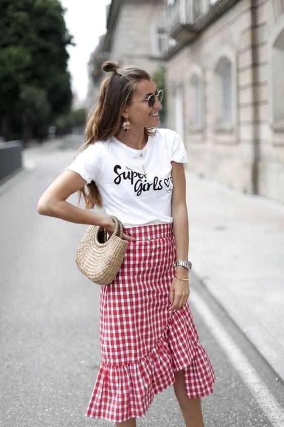 Ideas de faldas con estampado de cuadros para mujeres maduras