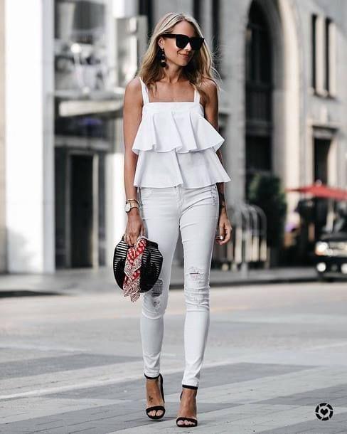Ideas de looks con blusas blancas y jeans blancos