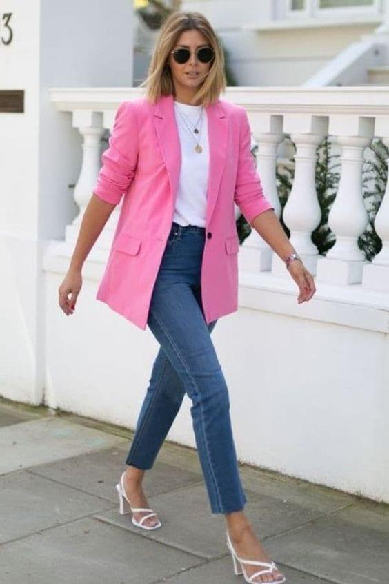 Ideas de outfits coloridos de primavera con jeans