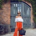 Ideas de outfits con blusas sin hombros y pantalones palazzo