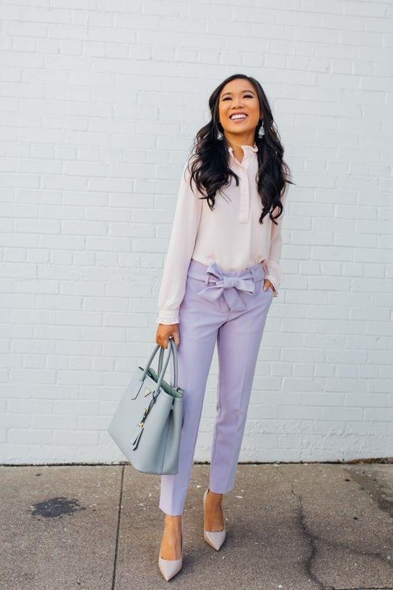 Ideas de outfits con pantalones color lavanda