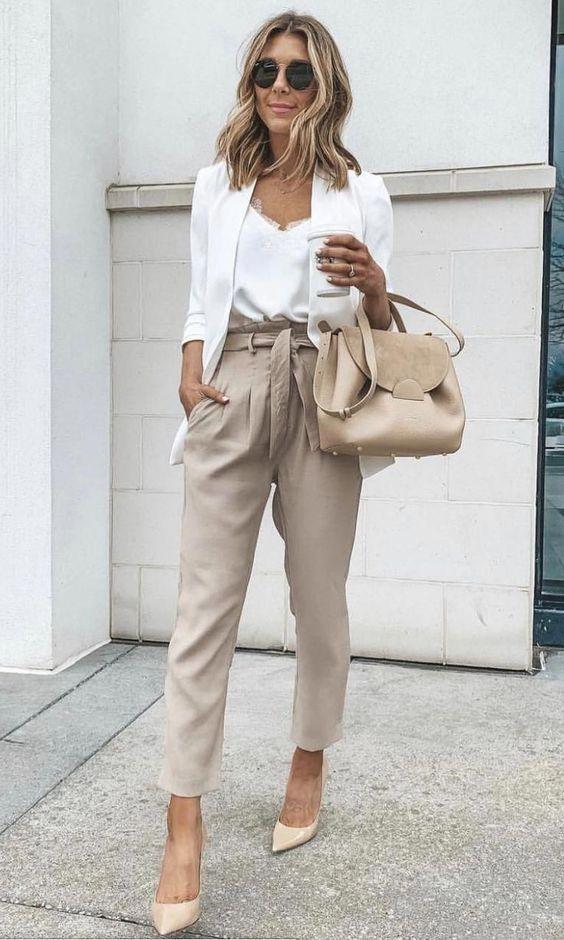Ideas de outfits con pantalones paper bag para el trabajo