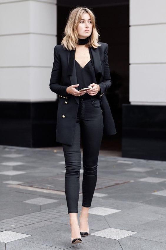 Looks con blazer negro para mujeres maduras