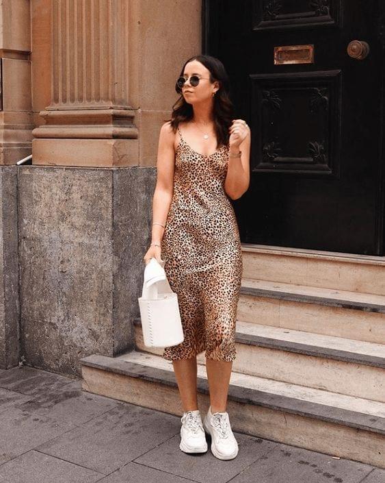 Looks con slip dress animal print