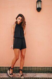 Outfits color negro que sí se pueden usar en la primavera - moda para mujeres maduras