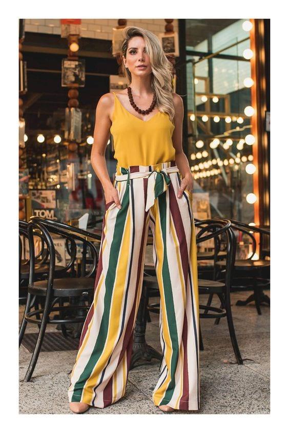 Outfits coloridos con palazzos para mujeres de 40