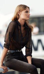 Outfits con blusas color negro para primavera