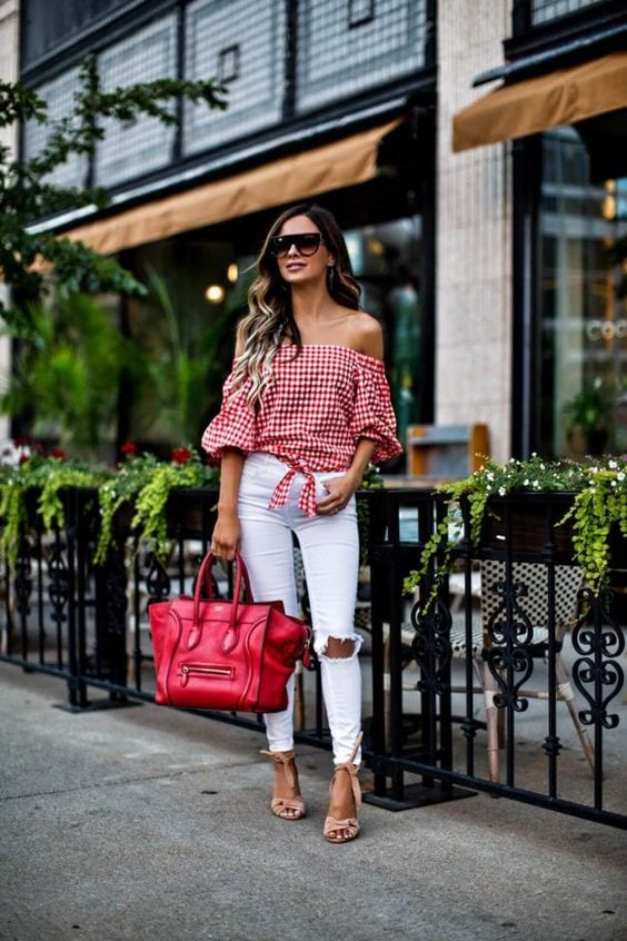 Outfits con blusas coloridas sin hombros