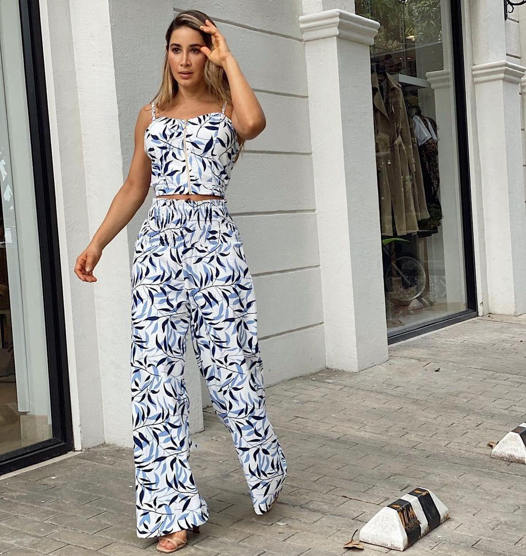 Outfits con conjuntos de pantalón y top para mujeres maduras