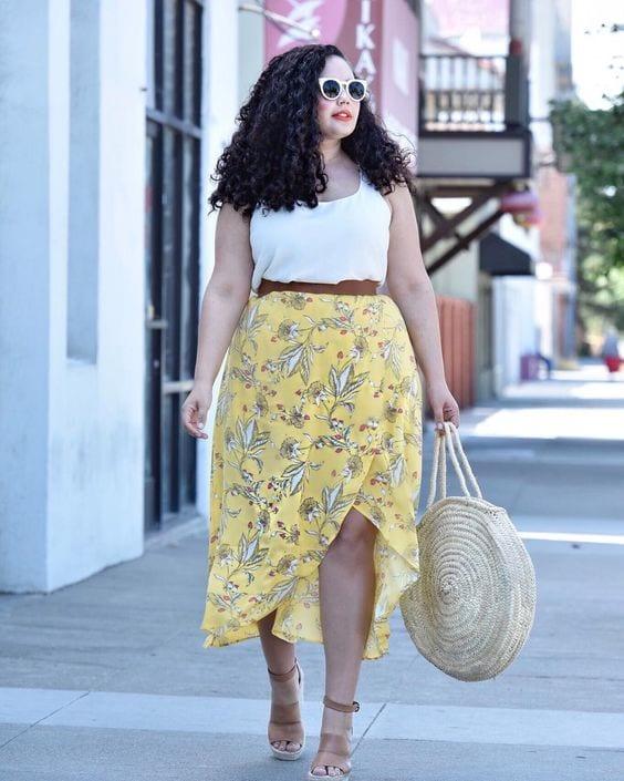Outfits con faldas para mujeres maduras con curvas