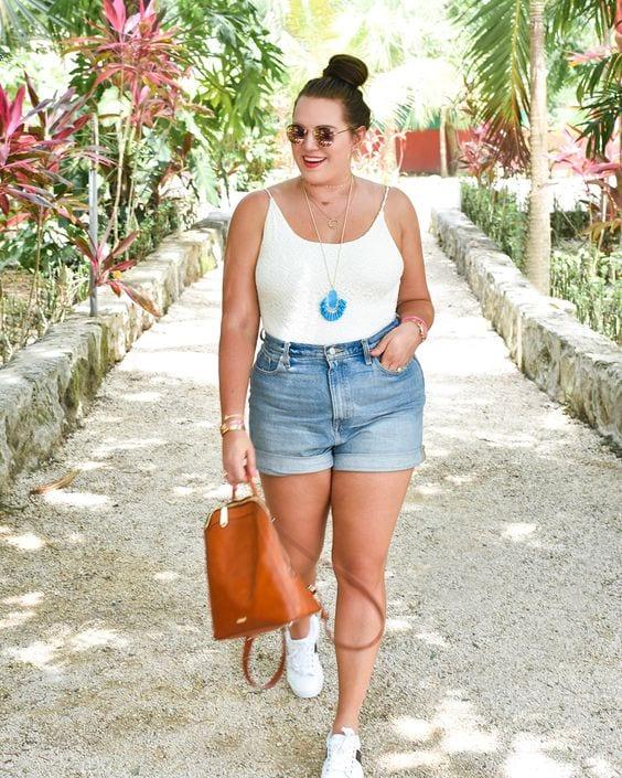 Outfits con short para mujeres maduras con curvas