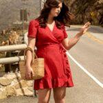 Vestidos rojos cortos para mujeres maduras con curvas