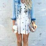 Chamarra de mezclilla con vestidos floreados cortos