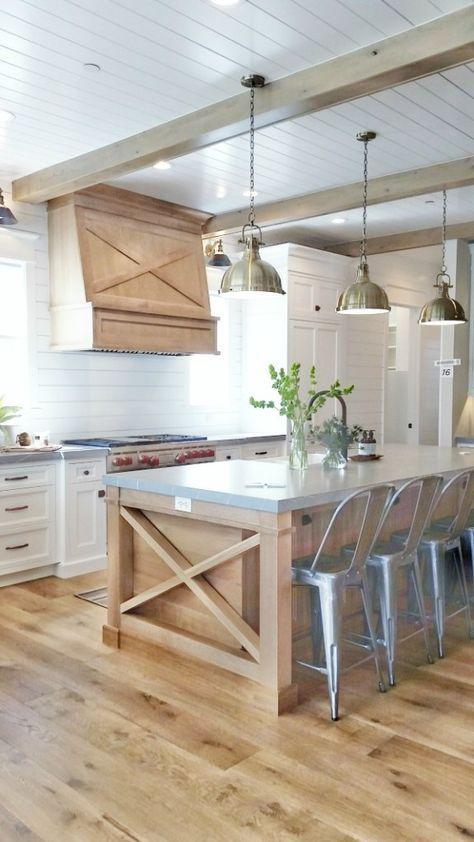 Cocinas rústicas con un toque moderno