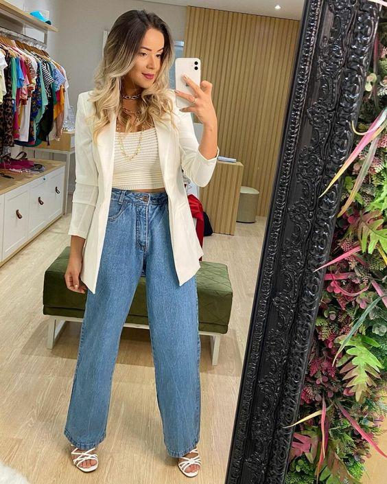 Combina jeans rectos con blazer