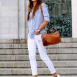 Combina tenis blancos con jeans blancos