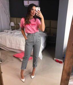Outfits de pantalones de cuadros con tacones