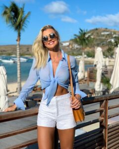 Como vestir en la playa si eres una mujer madura