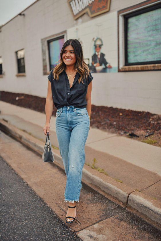 Looks de jeans rectos con blusas negras
