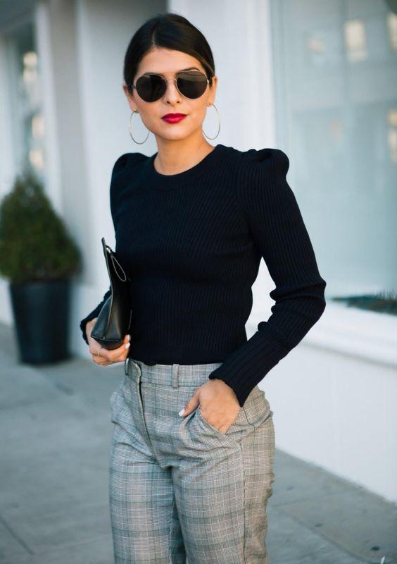 Pantalones de cuadros con blusas negras