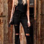 Como combinar jeans acampanados negros