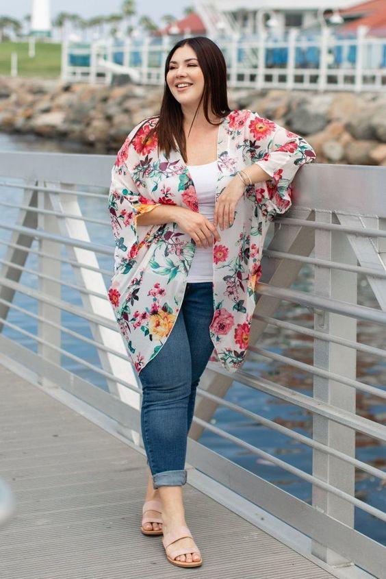 Looks con kimono para chicas con curvas