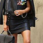 Outfits con chamarra de cuero y mini faldas