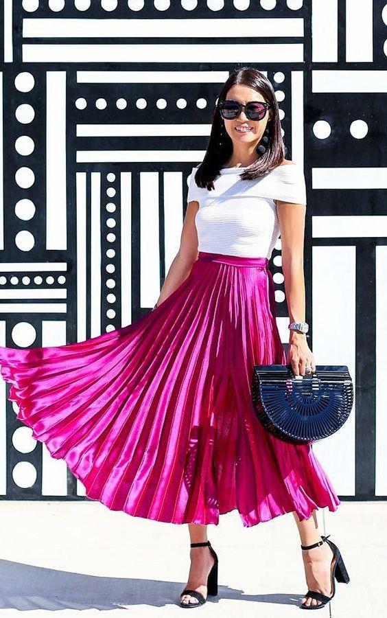 Outfits con faldas color bugambilia para mujeres de 40