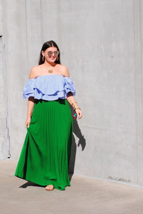 Outfits con faldas maxi para mujeres con curvas