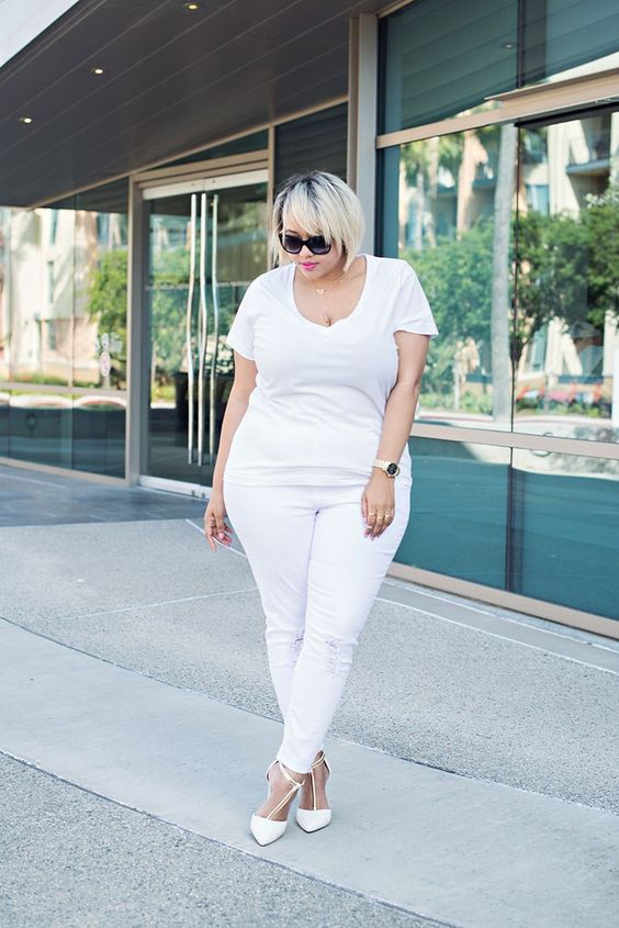 Outfits con jeans blancos para mujeres plus size