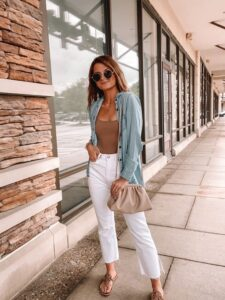 Outfits con jeans blancos rectos