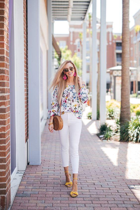 Outfits con jeans blancos y blusas coloridas