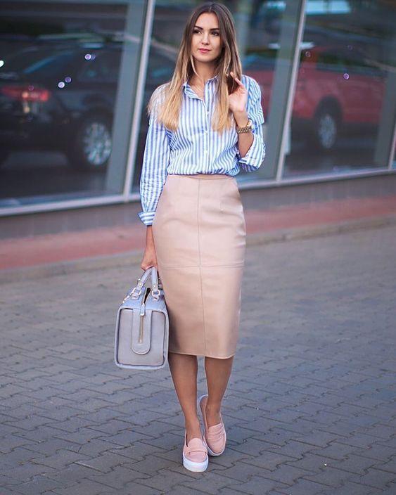 Outfits con slip on tenis para la oficina