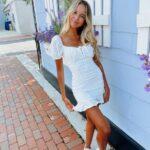 Outfits con tenis blancos y vestido