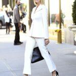 Usa prendas en color blanco