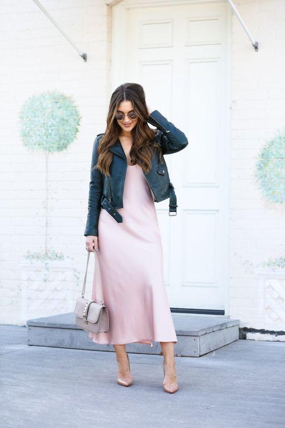 Complementa tus vestidos con chamarra de cuero