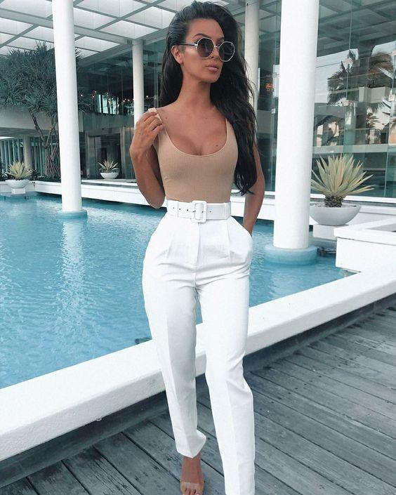 Combinalos con blusas o tops en colores claros