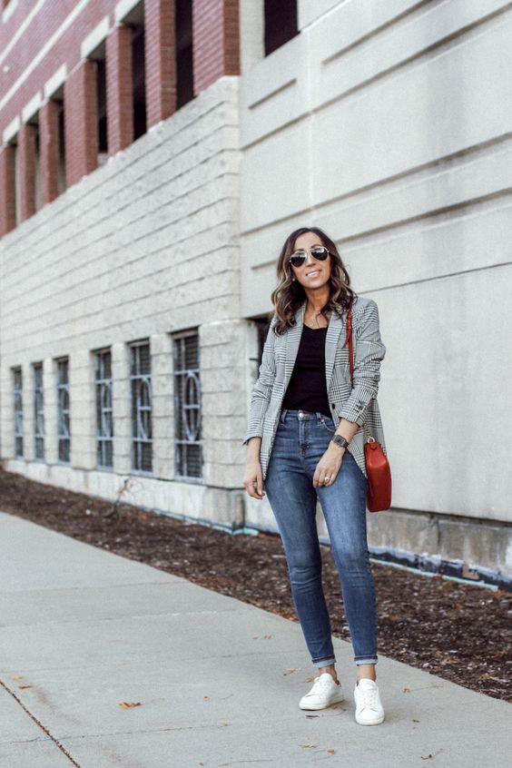 Ideas de looks con jeans, blazer y tenis