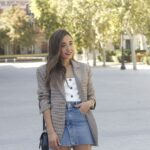 Ideas de outfits casuales con falda de mezclilla