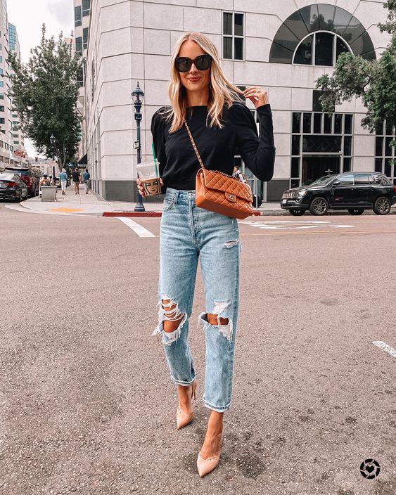 Outfit elegante con jeans rotos