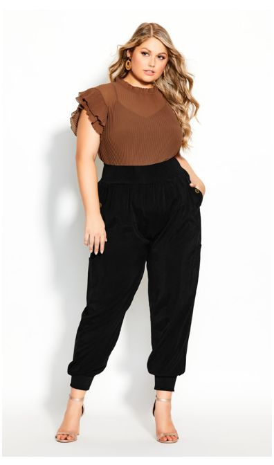 Outfits casuales con pantalón negro plus size