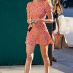 Outfits con vestidos ajustados y tenis