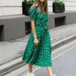 Outfits frescos con vestidos y tenis perfectos para verano