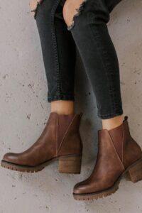 Diseños de botas planas al tobillo