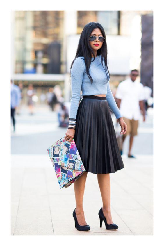 Looks casuales con faldas plisadas