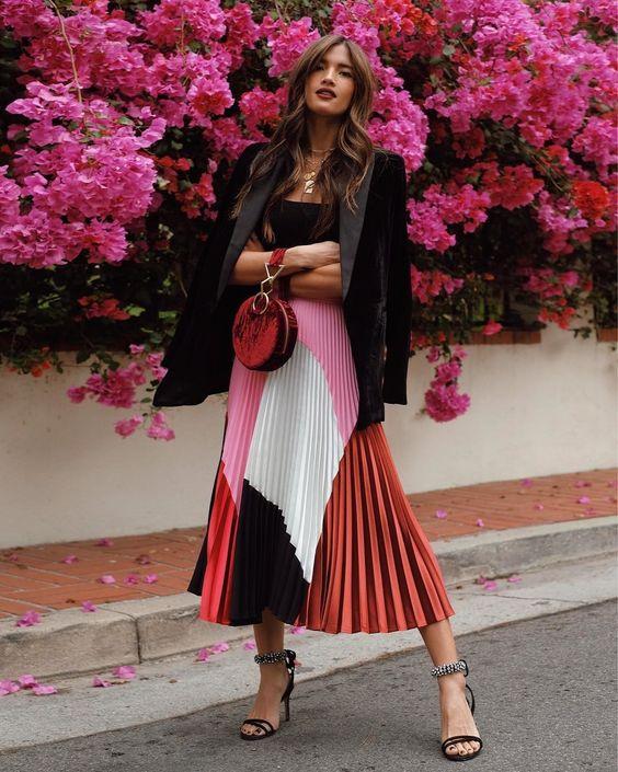 Ideas de outfits con faldas plisadas de moda
