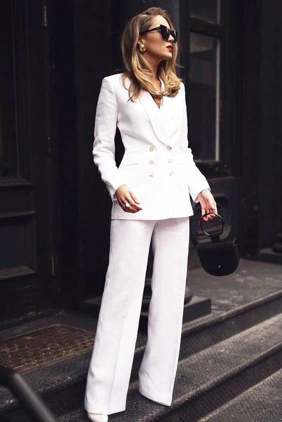 Look formal con traje sastre